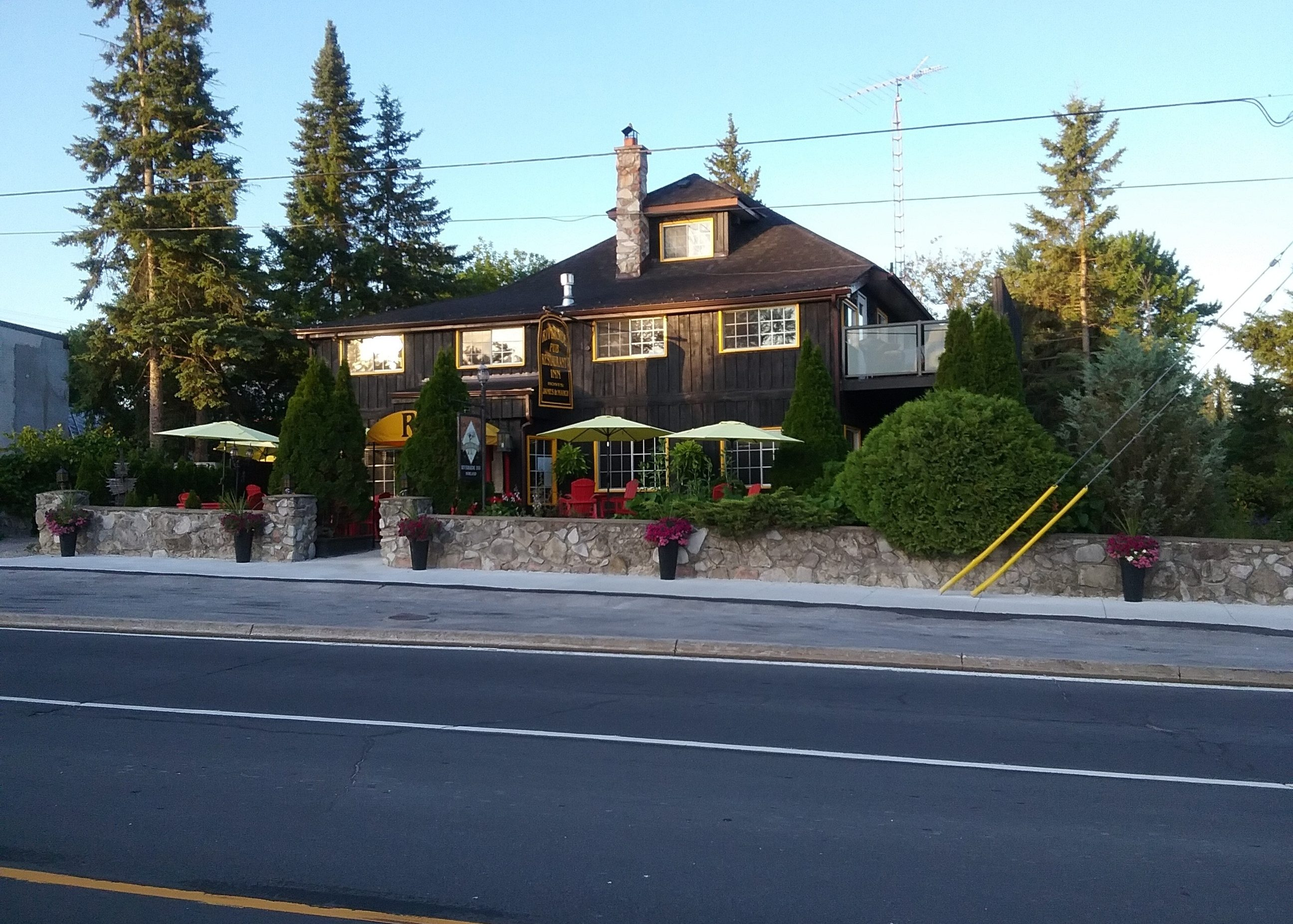 riverside-inn.ca